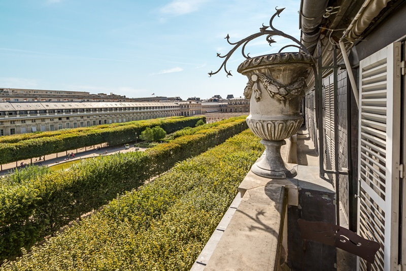 (13) View on the gardens of the Palais Royal